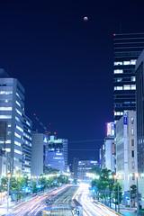 皆既月食と街 (gurafu) Tags: moon hiroshima lunareclipse bloodmoon 広島 夜 月 totaleclipse 月食 皆既月食 20141008