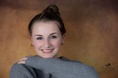 Porträt (Simone Schloen ☞ www.bilderimkopf.de) Tags: porträt mädchen jungefrau girl women ringleuchte studio hintergrund simoneschloen