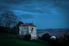 Casa abandonada (ccc.39) Tags: asturias oviedo naranco noche nocturna casa prado lejanía nigth