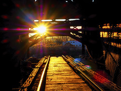 inner_dimensional (gerhil) Tags: sunset goldenhour hulettmachine greatlakes shipping industry ore unloader rustbelt relic historic railroad track steelindustry rawmaterial spring april2017 nikcolorefexpro4 light color