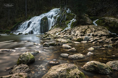 Plus près de soi (cedric.chiodini) Tags: cascade waterfall eau water sombre dark ambiance le longexposure poselongue canon 1dx rochers rocks pissieu