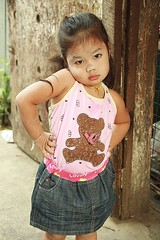 the shoulder shrug pose (the foreign photographer - ฝรั่งถ่) Tags: cute pretty girl shoulder shrug khlong thanon portraits bangkhen bangkok thailand canon kiss southeast asia