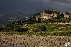 Temps orageux sur Suzette / Stormy weather on Suzette - Provence (christian_lemale) Tags: suzette provence vignes vineyard ciel sky orageux stormy temps weather france nikon d7100