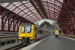 NMBS 4185 + 4161 Antwerpen Centraal. (Hans Wiskerke) Tags: antwerpen vlaanderen belgië be nmbs centraal