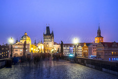 Karlsbrücke, Prag (pure:passion:photography) Tags: karlsbrücke prag prague tschechien east europe europa blauestunde bluehour violett lila gebäude building architecture architektur sehenswürdigkeit sonya99 sonyalpha99 zeiss1635 purepassionphotography pure passion photography