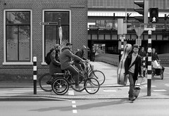 haarlem (gerben more) Tags: haarlem streetscene musician bike bicycle cycle cyclist man beard youngman trafficlight blackwhite monochrome