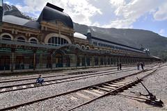 Estación de Canfranc, Huesca (mixtli1965) Tags: canfranc estación huesca perspectiva railes ferrocaril aragón españa station train railway nikon d7100 tokina1116mmf28