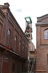 Zeche Zollverein -  Zollverein Coal Mine (Noodles Photo) Tags: essen zechezollverein coalmine colliery unescowelterbe unescoworldheritagesite schacht128 canoneos7d ef24105mmf4lisusm denkmal nrw deutschland germany