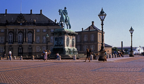 "399DK Amalienborg Slot • <a style=""font-size:0.8em;"" href=""http://www.flickr.com/photos/69570948@N04/15165729607/"" target=""_blank"">View on Flickr</a>"