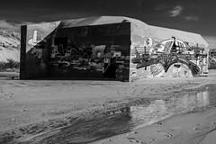 Bunker (Cilcgaillard) Tags: bw mer canon flickr sable tags nb bunker medoc vague plage graffitis flaque aquitaine montalivet bane cecilegaillard cilcgaillard