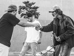 Juntos (nicolasen) Tags: street city 50mm nikon sp d3100