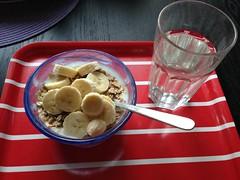 Frukost 1/10 (Atomeyes) Tags: fil mat vatten citron frukost banan msli