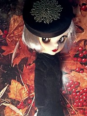 Blythe-a-Day October #7:Autumn Leaves: Daisy Buchanan in a Nostalgic Mood