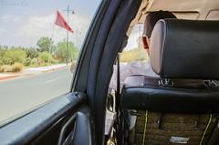Viaje Marruecos - Da 1: 40 Dirhams (Damin G.) Tags: viaje carretera interior taxi dia agosto coche bandera marrakech marruecos estrella vacaciones roja taxista vehculo imagenotfound damiang marruecos2014