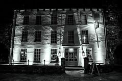 (Kalina R) Tags: bw house lights blackwhite dom southampton noc wiata czarnobiae owietlenie