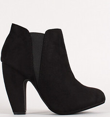 "two tone round toe chunky heel chelsea blk • <a style=""font-size:0.8em;"" href=""http://www.flickr.com/photos/64360322@N06/15486868846/"" target=""_blank"">View on Flickr</a>"