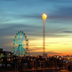 MELBOURNE STAR SUNSET (16th man) Tags: sunset wheel canon eos australia melbourne victoria vic melbournestar eos5dmkii