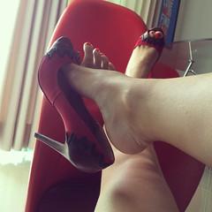 IMG_9021 (aurabordeaux) Tags: feet highheels dangling photostream footfetish sexylegs rednails sexytoes redcolour footlovers