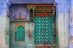 Tradiční rajastanský dům (zcesty) Tags: okna malba indie20 dveře rajastan jodhpur indie dosvěta