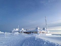 Summit of Kaunispää (01) | Saariselkä (Saariselka) Tags: saariselkä saariselänkeskusvaraamo saariselkabooking saariselkavillage saariselkalapland saariselkäbooking kaunispää saariselka snow snowyscenery snowylandscape kaunispaa kaunispäänhuippu summitofkaunispaa