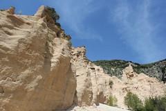 le pareti delle lame rosse (Roberto Tarantino EXPLORE THE MOUNTAINS!) Tags: lame rosse lamerosse monti sibillini marche canyon montagna nuvole cielo primavera fiastra diga