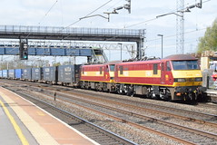 90020 and 90028 @ Rugeley Trent Valley (ianjpoole) Tags: db cargo 90020 collingwood 90028 working 4m25 mossend yard daventry int rft recep