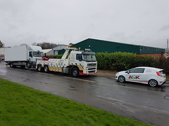 Volvo FM12 Loading 18 Ton Fridge Box (with a little help from one of our service vans) (JAMES2039) Tags: volvo fm12 tow towtruck truck lorry wrecker heavy underlift heavyunderlift 6wheeler 4wheeler frontsuspend daf 55 75 ca02tow cardiff rescue breakdown ask askrecovery recovery cn65wcc servicevan service van fiesta bridgend