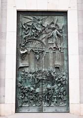 Madrid_0337 (Joanbrebo) Tags: catedraldelaalmudena madrid españa spain canoneos80d eosd autofocus catedral iglesia esglèsia church puerta efs1855mmf3556isstm