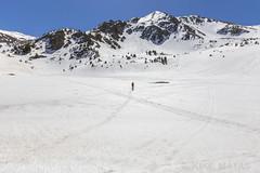 Estany de Baix del Siscaró, Principat d'Andorra (kike.matas) Tags: canon canoneos6d canonef1635f28liiusm kikematas estanydebaixdesiscaró siscaró valldincles canillo andorra andorre principatdandorra pirineos paisaje lago montañas senderismo raquetas nature nieve hielo primavera lightroom4 андорра