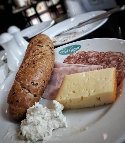 God morgon!!  #österreich #austria # Kärnten #carinthia #klagenfurt #hotelgeyer #frühstück #breakfast #frukost #käse #cheese #ost #salami #kaffee #coffee #kafe #gutenmorgen #goodmorning #godmorgon #yeahhheuteistfasttag