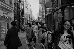 Big sale (hej_pk / Philip) Tags: fuji fujifilm fujixa1 xa1 gwangju kwangju sydkorea fujinon fujinonxf18mmf2r 18mm27mm gatufoto gator gata streets streetfood downtown stad svartvit bw bwsv