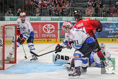"DEL15 Kölner Haie vs. Schwenningen Wild Wings 28.09.2014 070.jpg • <a style=""font-size:0.8em;"" href=""http://www.flickr.com/photos/64442770@N03/15196995310/"" target=""_blank"">View on Flickr</a>"