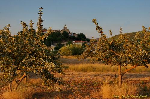 """Salinas del Manzano: Atardecer de verano desde el huerto de los pichones • <a style=""""font-size:0.8em;"""" href=""""http://www.flickr.com/photos/26679841@N00/15322318017/"""" target=""""_blank"""">View on Flickr</a>"""