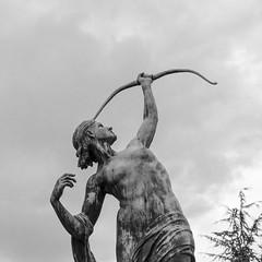 Diane chasseresse, Blois. (Laurent Dodin) Tags: sculpture france rome statue nikon femme arc diane corps chasse blois loiretcher desse dianechasseresse d7000