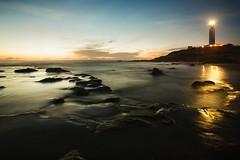 MY GOLDEN HOUR (Der_Golem_) Tags: faro playa verano cadiz nocturna conil 2014 largaexposicion farodetrafalgar