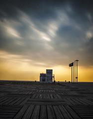 Poste de secour, leHavre (lesphotosduseb) Tags: sunset seine port vent soleil nikon coucher le havre maritime normandie soir normandy plage cabane portuaire