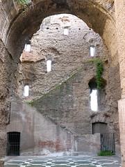 Rome, Italie: escaliers pour accder  l'tage aujourd'hui effondr,  thermes de Caracalla (Thermae Antoninianae), inaugurs  Rome sous lempereur romain Caracalla en 216 ap. J.-C., les plus grands et les plus luxueux thermes romains raliss jusqu'alors (Marie-Hlne Cingal) Tags: italy rome roma stairs italia mosaics mosaico b