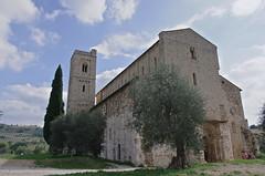 Abbazia di Sant'Antimo (PBY) Tags: italy geotagged ita toscana santantimo castelnuovodellabate topflickr geo:lat=4299998900 geo:lon=1151532600