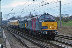 37884 31452 4Z01 Euxton (British Rail 1980s and 1990s) Tags: train rail railway loco locomotive lmr londonmidlandregion mainline wcml westcoastmainline lancs lancashire livery liveried diesel ee brush englishelectric traction br britishrail type2 type3 rog railoperationsgroup dcr europhoenix 31 37 class31 class37 freight railfreight railgrinder 4z01 31452 37884 railroad