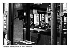 Un verre? (Pollini Photo Laboratory) Tags: marcopollini polliniphotolabcom leica leicam8 summarit 35mm blackwhite bianconero paris monocrome france fotografiaurbana streetphotography