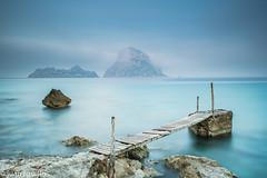 entre la niebla (Juanroselloroig) Tags: es vedra un clásico de nuestra isla ibiza