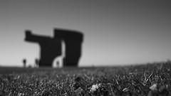 "Serie ""Elogio del Horizonte"" - 3 (bormanp) Tags: asturias gijón monumento horizonte cielo verde azul elogio hierba arquitectura aprendiendo blanco negro"