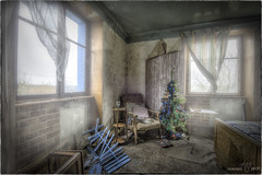 Mon beau sapin, roi des forêts ...  -  CHRISTMAS IS COMING, THE GOOSE IS GETTING FAT ... (Yamabxl) Tags: abandoned abbandonato bluehouse creepy decay derelict dereliction room sleepingroom lit chambreàcoucher forgotten forbidden france ghost gloomy lugubre hdr highdynamicrange hidden lostplaces prohibed prohibé urbex urbanexploration urbexhdr verfall verlassen verlaten