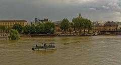 Paris / Sailing on the Seine (Pantchoa) Tags: paris france seine fleuve eau bateau navigation nikon d7100 24mmf18 quaifrançoismitterrand institutdefrance académie pontdesarts