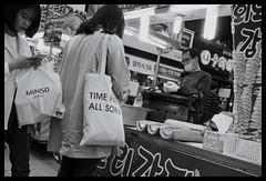 Time heals all sorrow(s) (hej_pk / Philip) Tags: fuji fujifilm fujixa1 xa1 gwangju kwangju sydkorea fujinon fujinonxf18mmf2r 18mm27mm gatufoto gator gata streets streetfood downtown stad svartvit bw bwsv