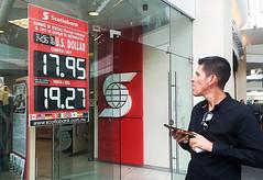 Peso pierde fuerza ante dólar; se vende en $19.10 antes de la reunión Trump-Jinping (conectaabogados) Tags: 1910 ante antes dólar fuerza peso pierde reunión trumpjinping vende