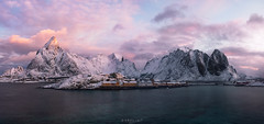 Sakris-saga-øya (Ron Jansen - EyeSeeLight Photography) Tags: sakrisøy sakrisøya nordland lofoten norway winter snow sunrise pink morning rorbuer rorbu olstinden klokktinden olenilsøya classic view panorama stitch mountains drama dramatic early sea water blue sunlight eyeseelightphotographyronjansen d810 nikon nikonafsnikkor2470mmf28ged