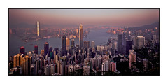 Peak hour (Markus Messner) Tags: world asia china hongkong city travel famous skyline skyscraper evening victoriapeak peak viewpoint lookout architekture canon eos dslr fullframe 5dmarkii welt asien metropole stadt reise berühmt hochhaus wolkenkratzer abend aussichtspunkt architektur spiegelreflex vollformat 141 141pictures markusmessner