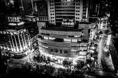 Shanghai (Yunyu.Lu) Tags: shanghai china 上海 中國 blackandwhite noiretblanc nb bw blackandwhitephotography bwphotography chinesephotographer street streetphotography monochrome nuit night dark