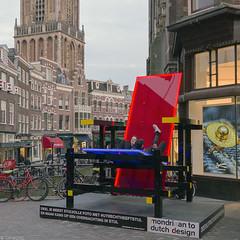 Stijlvol zitten (Tim Boric) Tags: utrecht stadhuisbrug vismarkt rietveld stoel chair stijl